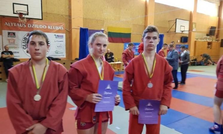 Lietuvos jaunučių sporto žaidynių sambo imtynių varžybose marijampoliečiai iškovojo prizines vietas