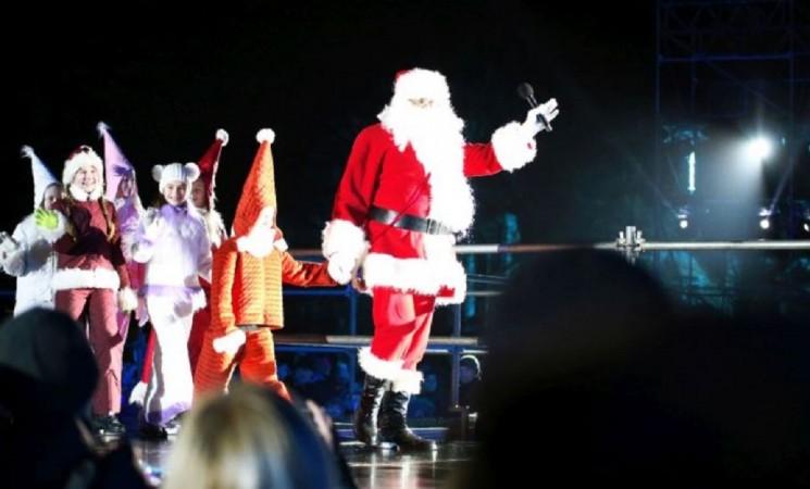 Kalėdos atkeliauja į Marijampolę: Kalėdų eglė įžiebta atsisveikinant su Kultūros sostinės titulu