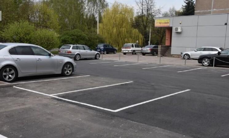 Sutvarkyta dar viena automobilių stovėjimo aikštelė Marijampolėje